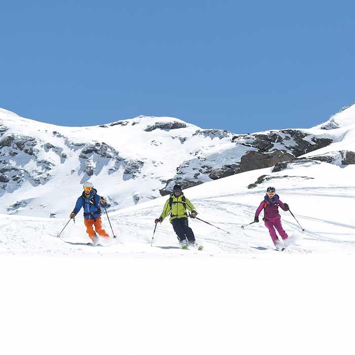 off-piste skiing wide spaces of ski resort