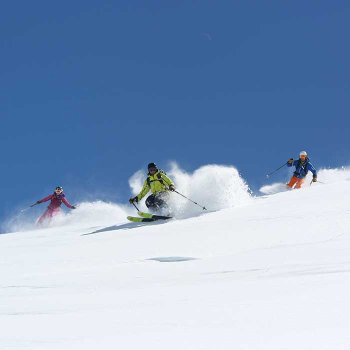 off-piste skiing with prosneige ski instructors